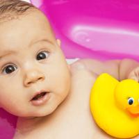kupanje bebe u kadici