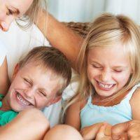 skakiljanje i golicanje djece