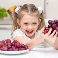 djeca i grozdje u ishrani