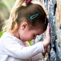 djeciji poremecaj udaranje glavom od zid