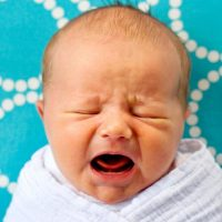 ljubicasto plakanje beba