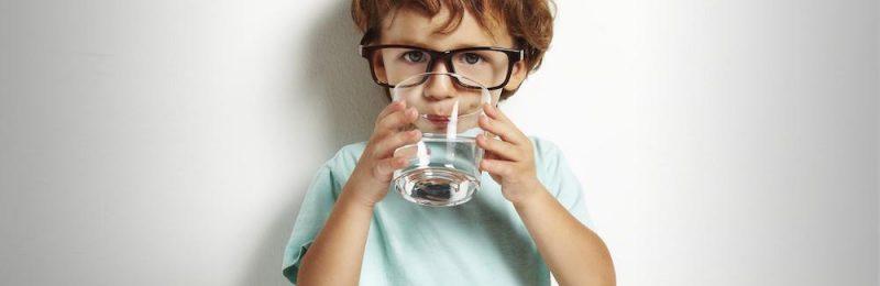 djeca pijenje vode