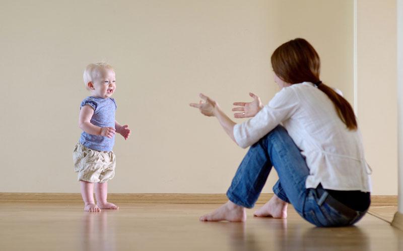 kako ohrabriti bebu da prohoda