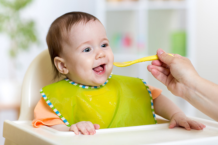 beba koja jede