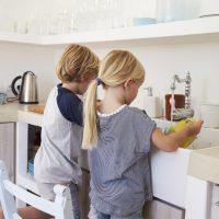5 životnih vještina koje djeca nauče iz kućanskih poslova
