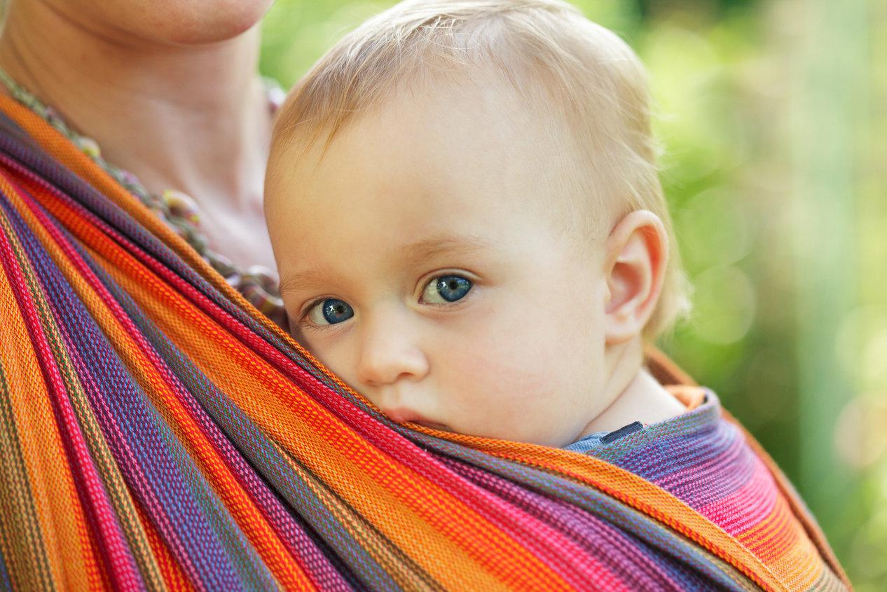 nošenje bebe u marami