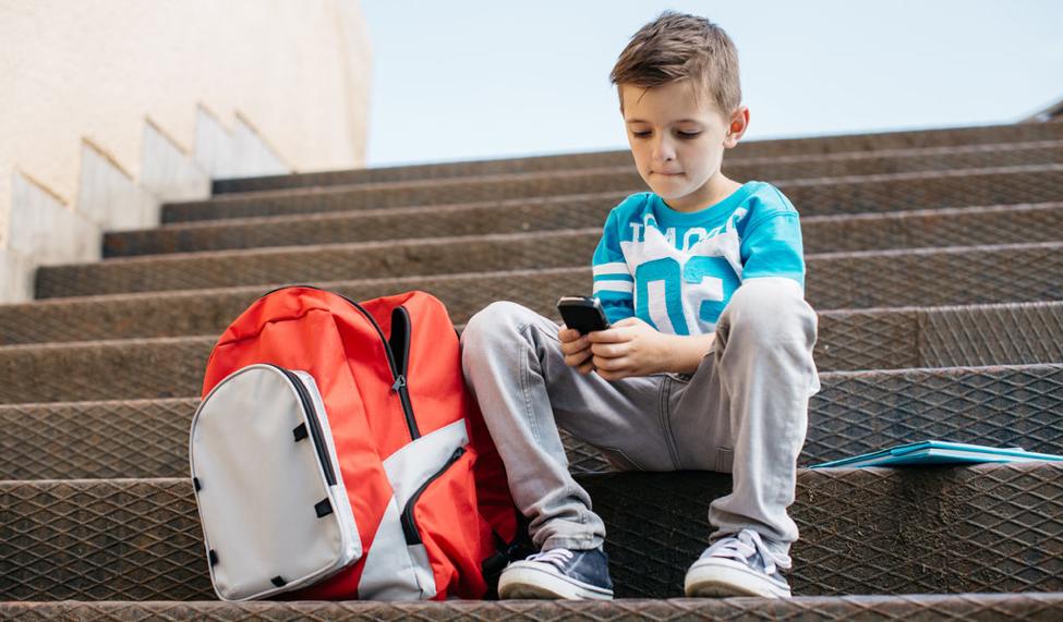 Koristenje telefona kod dece